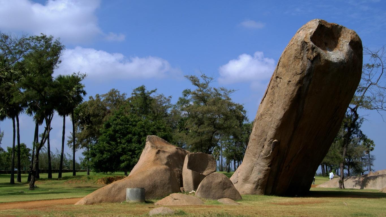 Le phallus géant de tiger cave entre Pondichéry et Mahaballipuram