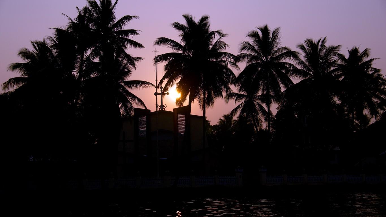 Coucher de soleil derrière l'Eglise (backwaters Allepey)