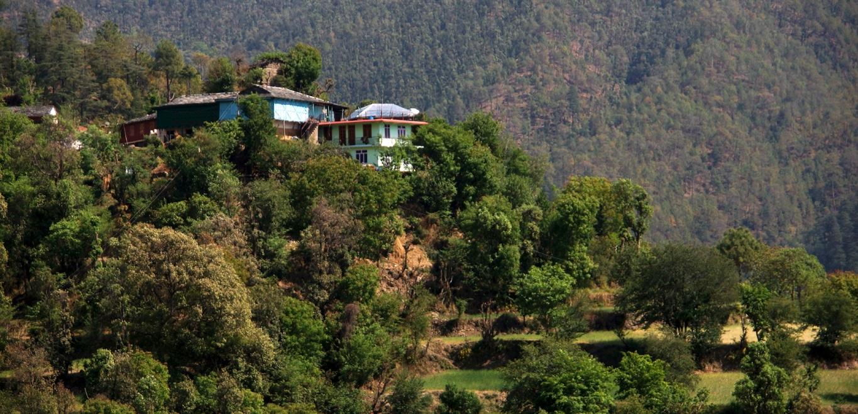 Jolies maisons perchées aux environs de Shimla
