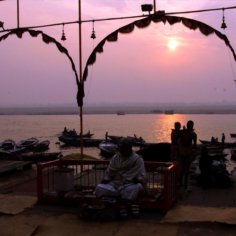 Coucher de soleil sur les ghats  à Varanasi