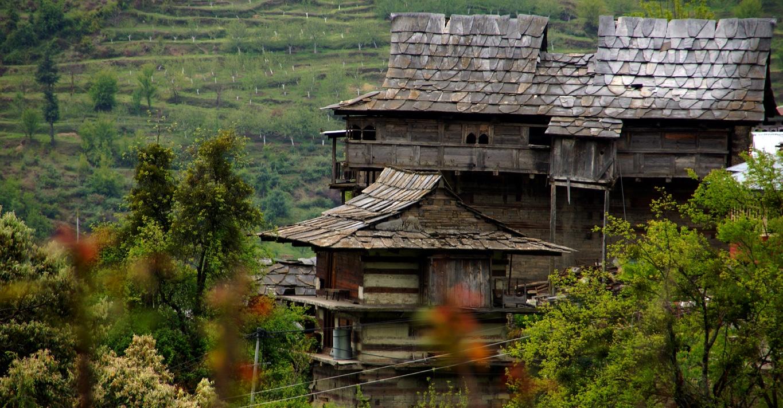 Très beaux toits d'ardoises aux environs de Narkanda (Himachal Pradesh)
