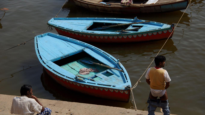 Pipi Sur les bords du Gange, à Varanasi