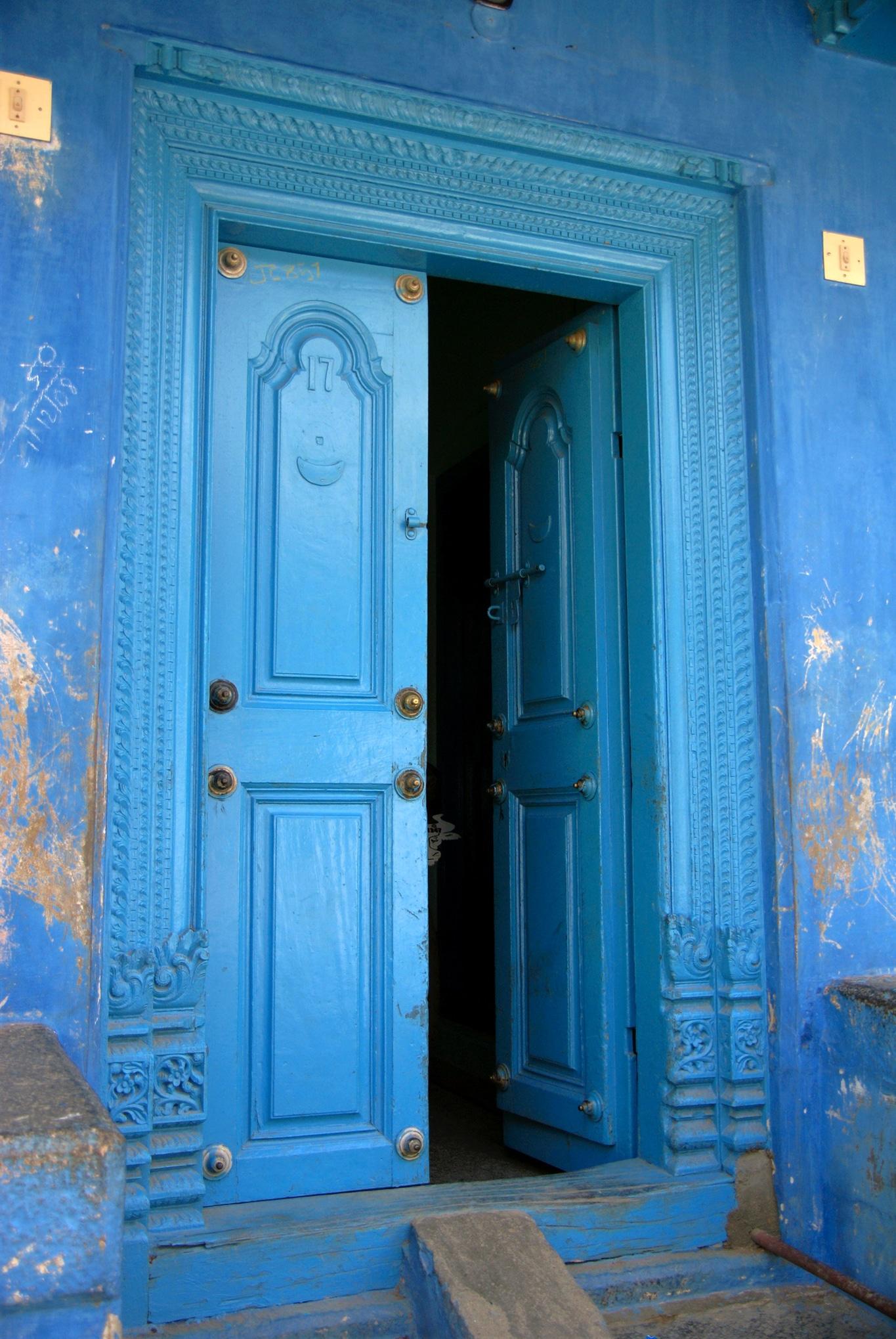 Villes et villages de l 39 inde profonde raconte moi une image for Portent une maison lacustre