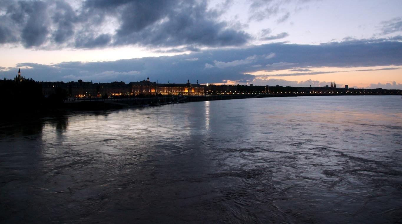 La Garonne à Bordeaux par une nuit de juillet