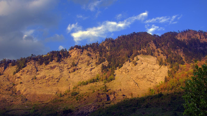 Somptueux coucher de soleil sur la montagne à Sarahan (Himachal Pradesh)