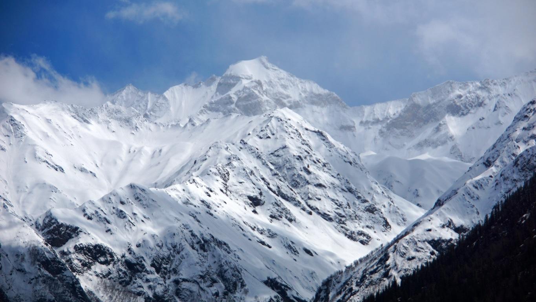 Les sommets enneigés de l'Himalaya à Sangla (Himachal Pradesh) (2)